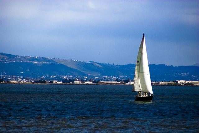 go sailing in sf-10 Inexpensive Date Night Ideas